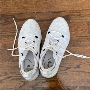 Nike Duel Racer Sneaker